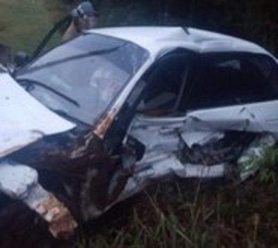 Joven de 20 años muere tras vuelco de automóvil
