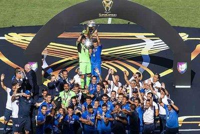 Pablo Aguilar y Juan Escobar ganan la Supercopa de México