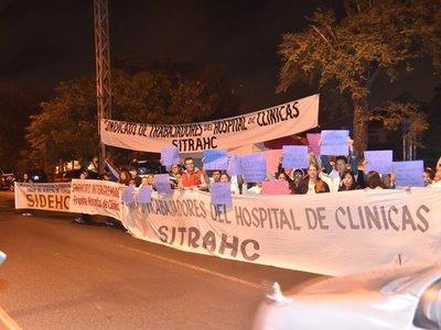 Huelga en Clínicas inicia con cierres intermitentes sobre Mariscal López
