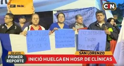 Funcionarios de Clínicas protestan con cierres de avenida