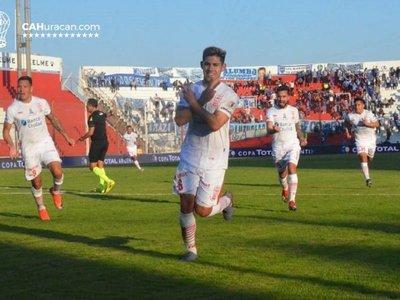 Saúl Salcedo anota para Huracán