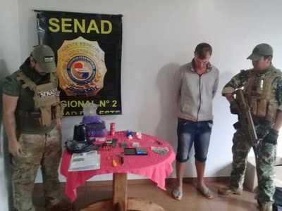 Detienen a distribuidor de drogas durante allanamiento en Santa Rita