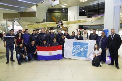 Jóvenes seleccionados para trabajar en la multinacional partieron al Brasil para capacitarse