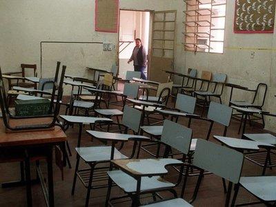 """Fenaes: Por """"incompetencia"""" de Petta vuelven a clases sin maestros"""