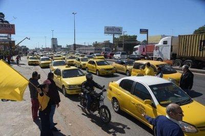 Taxistas anuncian movilización para este martes