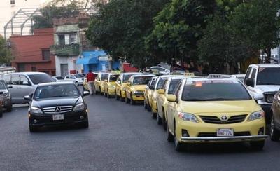 """HOY / Policía se lava las manos y deja circular a taxistas: """"Solo van a salir a recorrer"""""""