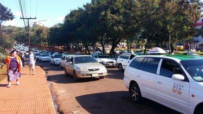 Taxistas de CDE y Asunción marcharán contra Uber y MUV