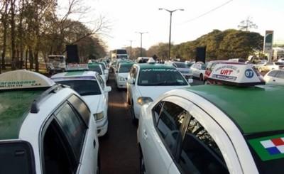 Taxistas esteños se movilizan contra MUV y Uber