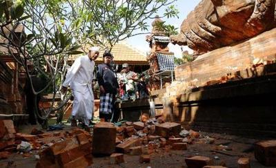 Varios edificios dañados por un terremoto de 5,7 en la turística isla de Bali