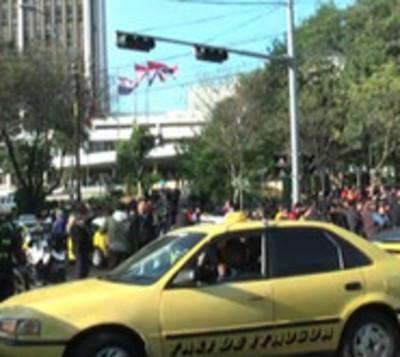 Taxistas no tienen permiso para bloquear calles