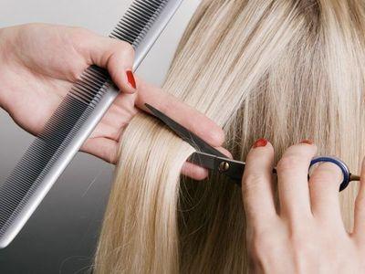 Inician curso gratuito de peluquería
