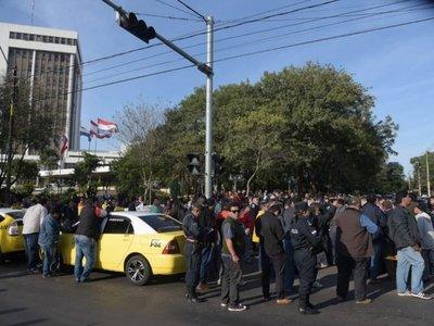 """""""Si no van a legislar a favor de los taxistas, se va a paralizar el país"""""""