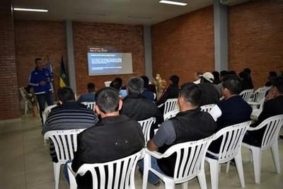 Loma Plata: Árbitros y dirigentes se capacitan en nuevas reglas del fútbol