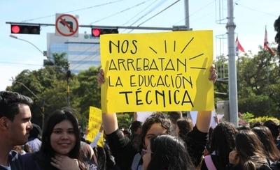 HOY / Estudiantes cierran Mariscal López y San Martín