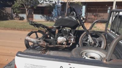 Hallan motocicleta incendiada en Concepción