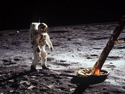 Cronología de las 195 horas, 18 minutos y 35 segundos del Apolo 11