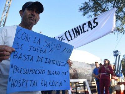En el segundo día de huelga en Clínicas, siguen sin respuestas de Hacienda