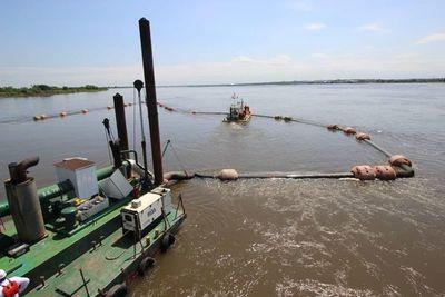 Reanudaron tareas de dragado tras descenso del río Paraguay