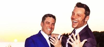 """HOY / Cantante italiano que había llamado """"bigotonas"""" a mejicanas, ahora presume de tener marido"""