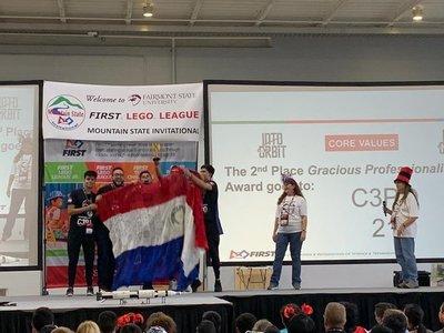 Jóvenes paraguayos ganan premio en competencia de robótica en EEUU