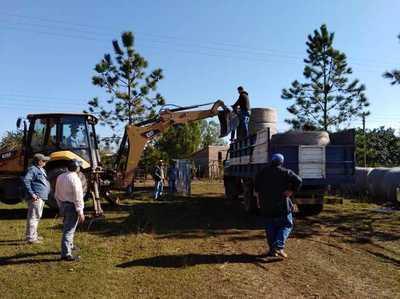 Distribuyen balanceados, semillas y fertilizantes a productores de Ñeembucú