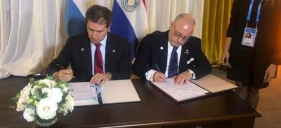 Paraguay y Argentina suscriben cooperación para Sistema Simore y comités de integración