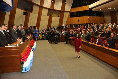 La doctora Carolina Llanes juró como ministra de la CSJ