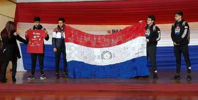 Paraguayos traen medalla de plata de competencia de robótica en EE.UU