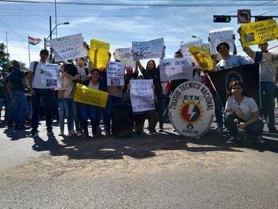 ¿El MEC mintió?: Escuelas y colegios siguen sin docentes