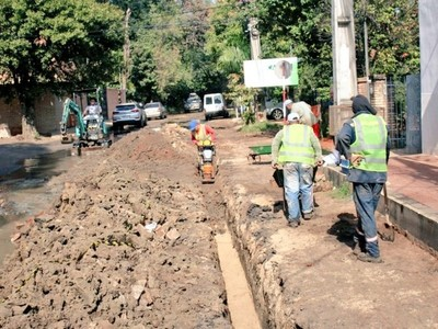 Iniciaron obras en la red cloacal de la calle Cañada