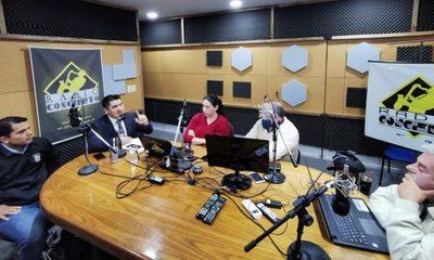 Roque Godoy responde cuestionamientos de  Alcides Fernández durante acalorado debate
