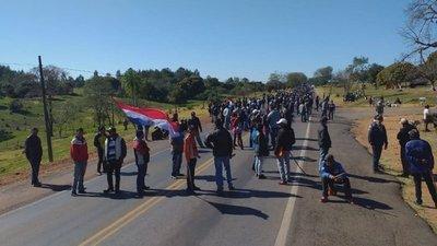 Mandioqueros endurecen protesta y exigen respuestas al Gobierno