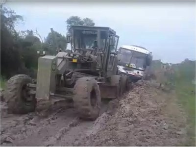 La odisea de pasajeros por las malas condiciones de caminos en el Chaco