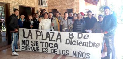 Vecinos se oponen a que parte de una plaza sea cedida a parroquia