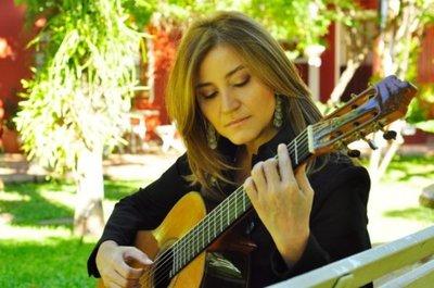 "Berta Rojas, primera mujer en recibir la ""Guitarra de Plata"""