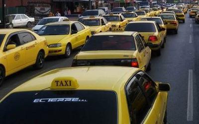 Urge una revisión del sistema de paradas de taxi, reconoce Mario Ferreiro