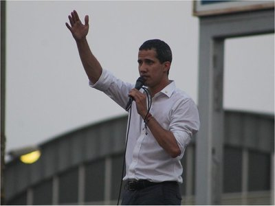 Guaidó llama a movilizaciones por los 6 meses de su desafío a Maduro