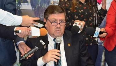 Llano pide disculpas a la ciudadanía tras pelea en el Senado