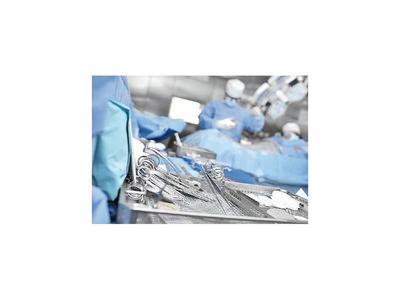Paciente denuncia negligencia,  tras cirugía estética