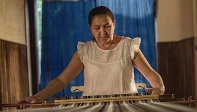 HOY / Poncho de 60 listas ya tendrá tejedoras sucesoras que preservarán la artesanía en hilo