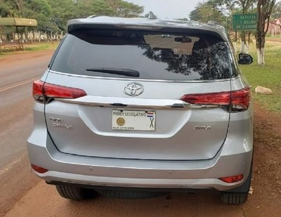 Detienen vehículo con chapa legislativa paraguaya, que fue denunciado como robado en Brasil