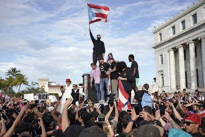 Bad Bunny pausa su carrera para apoyar protestas en Puerto Rico