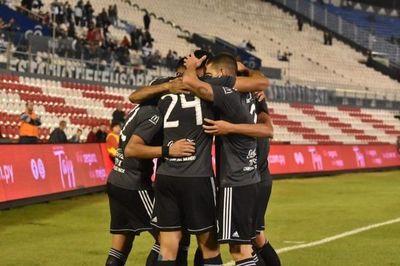 Olimpia gana a Nacional y se alista para la Libertadores