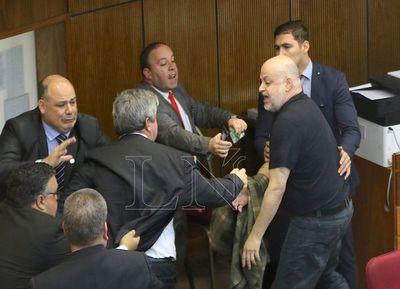 Riera pide disculpas y espera decisión de sus colegas
