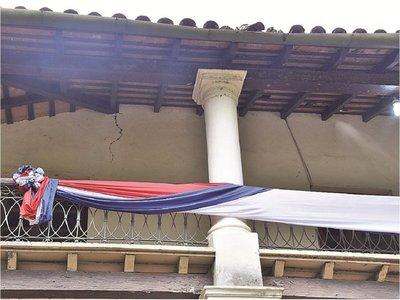 Histórica residencia de don Carlos, apuntalada y fisurada