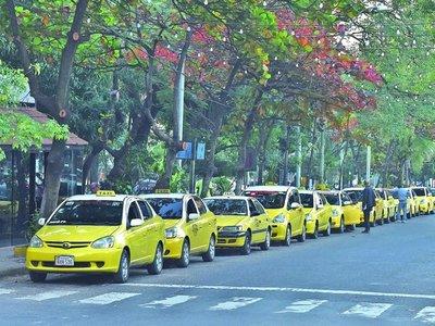 Taxistas basan privilegios en apoyo logístico para políticos