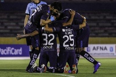 Un paraguayo irrumpe y sacude el fútbol ecuatoriano
