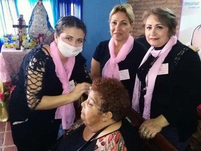Voluntarios agasajan a pacientes del Incan por el Día de la Amistad