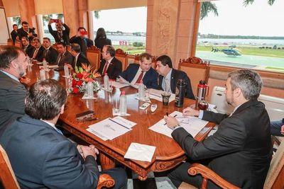 Cumbre de poderes: Abdo acuerda cese de contratos y de aumentos