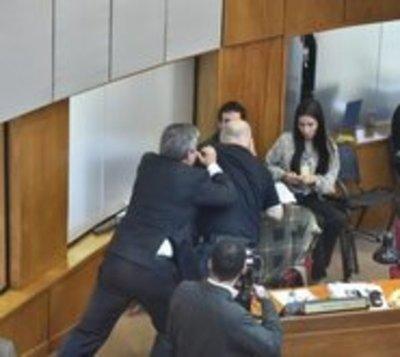 Cartistas piden que Riera y 'Payo' sean suspendidos
